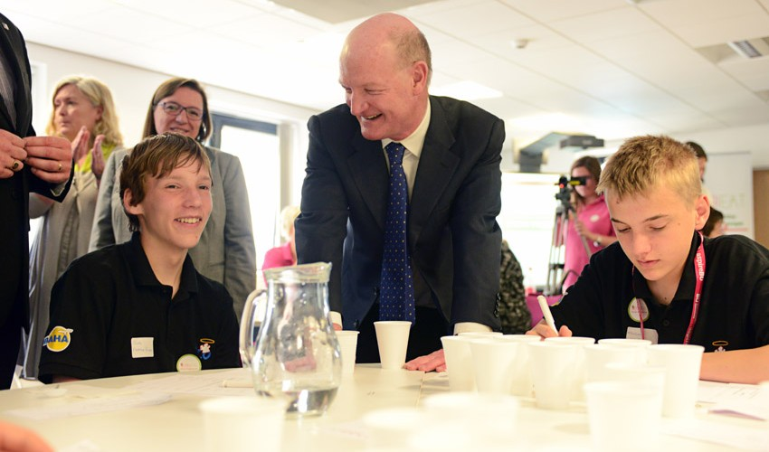 Mr Willetts MP with shool children at the VeggiEAT event